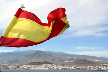 Spanische Flagge vor Teneriffa