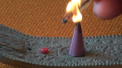Burn indian  incence cone
