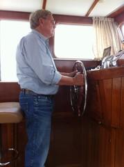 Rentner auf Motorboot