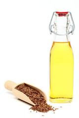 olio e semi di lino sfondo bianco