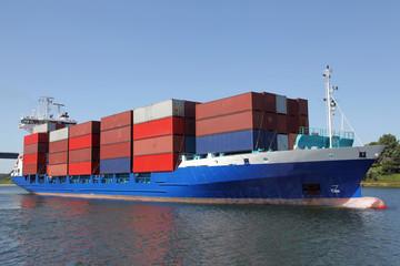 beladenes Containerschiff
