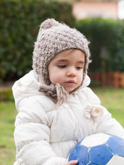 Small girl with a coat and wool hat
