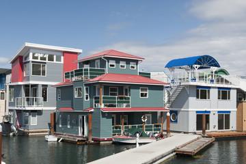 Floating Community - Canada