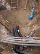 Bauschacht mit Rohrleitungen