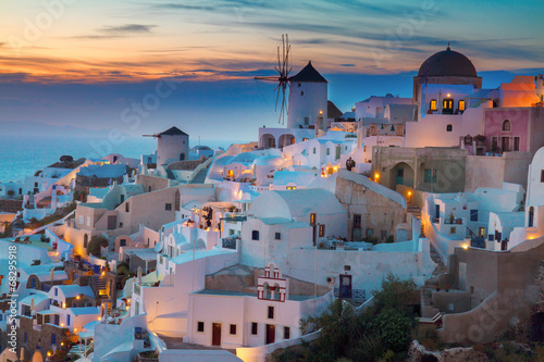 Foto Spatwand Mediterraans Europa Oia village at night, Santorini