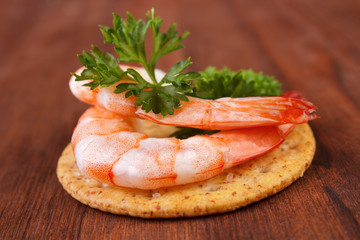 Shrimps and parsley saltine cracker snack