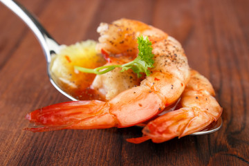 Shrimps , vegetables and salsa on spoon