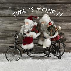 Christmas Shopping: Santa Claus beim Geschenke kaufen