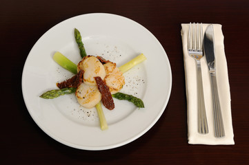 Scallop with an asparagus