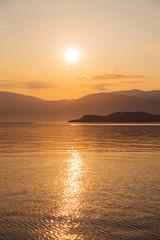 Sonnenaufgang am Meer als Hintergrund