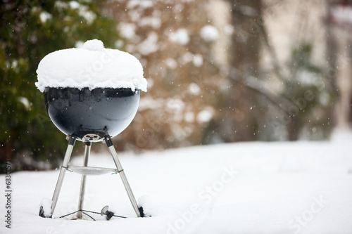 Leinwandbild Motiv Barbeque grill covered with snow