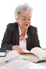 Ältere Frau vor Eintritt in die Rente: Anwältin, Chefin, Berater