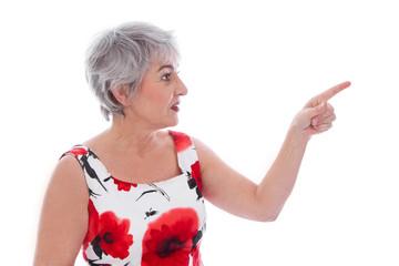 Ältere Frau isoliert zeigt mit dem Zeigefinger zur Seite