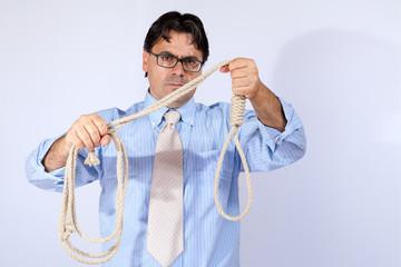 Imprenditore con corda per la crisi