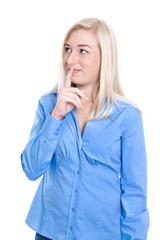 Junge Frau isoliert denkt über ihre berufliche Zufkunft nach