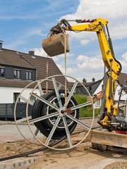 Kabelschutzrohr-Verlegearbeiten von einer grossen Rolle