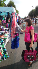 femme faisant son marché