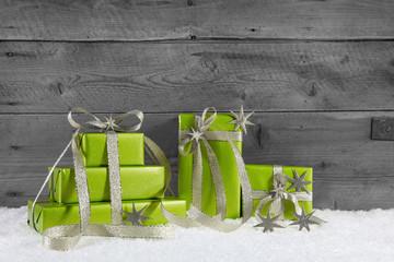 Weihnachtsgeschenke in Grün: Geschenkgutschein zu Weihnachten