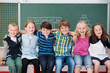lachende kinder in der klasse