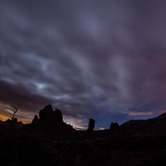 Roques de Garcia und Vulkan Teide auf Teneriffa bei Nacht