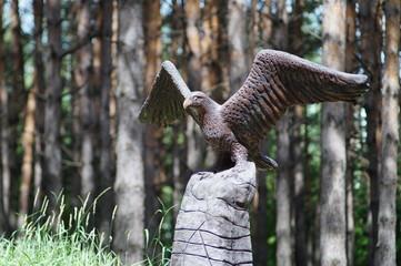 памятник хищной птице