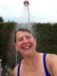 canvas print picture - Frau unter der Gartendusche