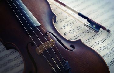 Violine mit Notenblatt