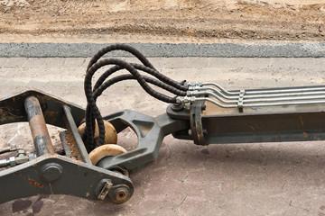 Hydraulik-Elemente an einem Werkzeug - Rohre und Schläuche