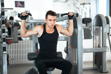 man exercising in trainer for dorsi muscles