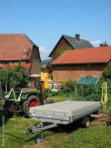 canvas print picture Stillleben mit Anhänger auf einem Bauernhof in Krofdorf-Gleiberg