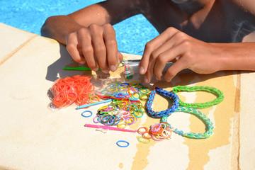 Elastiques arc-en-ciel pour bracelets
