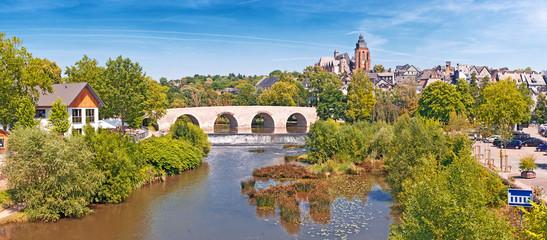 Die Lahn bei Wetzlar mit Dom, Altstadt und alter Brücke