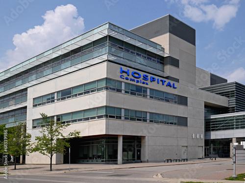 hospital building - 68339986