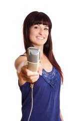 jung Frau hält Mikrofone - Interview