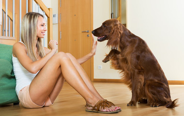 woman communicating with Irish setter