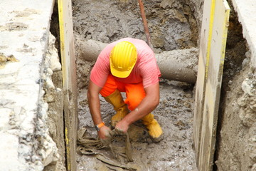 excavation of a roadworks for the laying of optical fibre