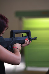 femmes guerre armes