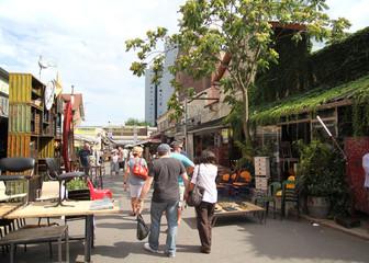 [PARIS]パリ・クリニャンクールの蚤の市[世界最大規模を誇る]