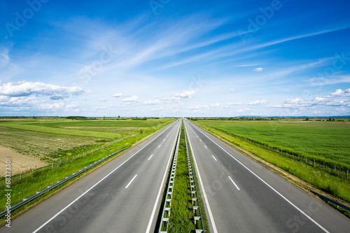 empty highway - 68373301