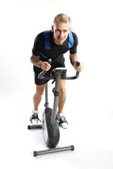 Rower treningowy - mężczyzna na treningu