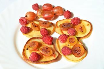 Оладьи с ягодой.