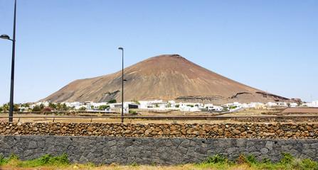 Paisaje con volcán al fondo, Lanzarote, Islas Canarias