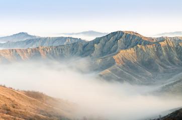 Calanchi e nebbia