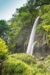Wasserfall von einem Felsen