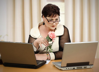 Reading online dating news on laptop