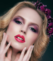 Glance. Sensual Woman with Glamorous Trendy Makeup