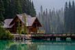 Leinwanddruck Bild - emerald lake lodge