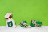 Weihnachtsgeschenke als Dekoration: Gutschein zu Weihnachten