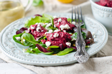 Beet salad with feta cheese and salad mix