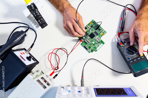 Development of electronic devices - 68407727
